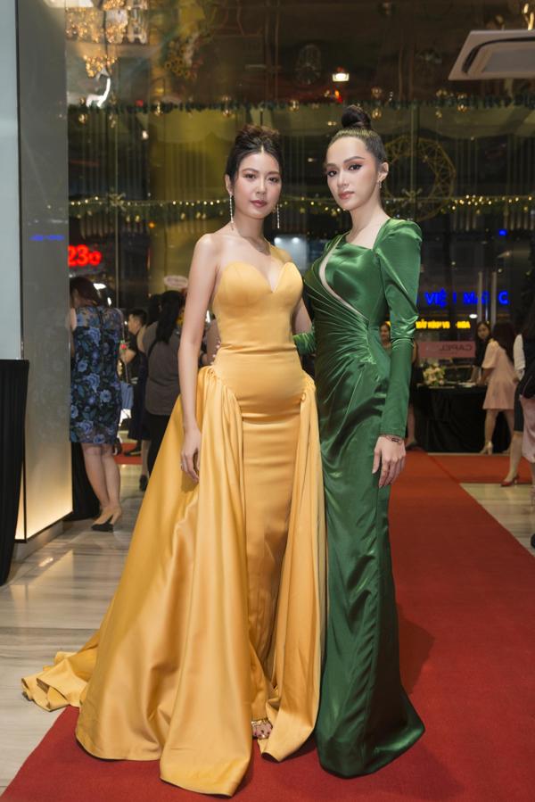 Tối 5/12, Hương Giang khoe sắc cùng các người đẹp Việt tại đêm tiệc vinh danh cách nghệ sĩ có hoạt động nổi bật nhất năm 2018.