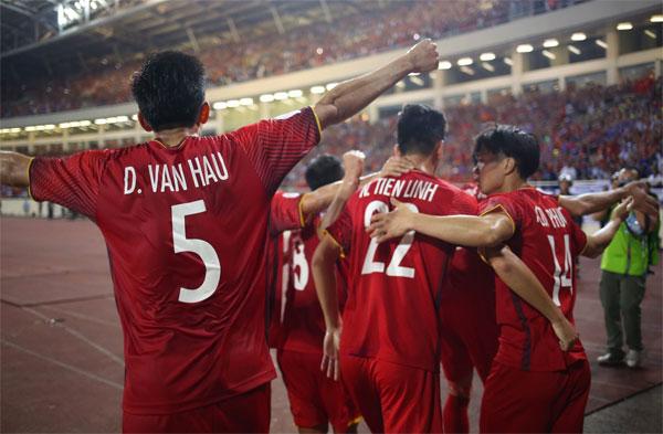 Sau 10 năm, tuyển Việt Nam mới vào chung kết AFF Cup.