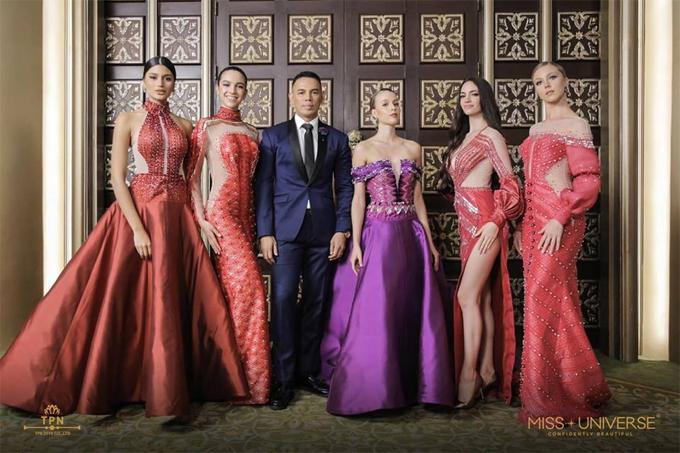 Các nhà thiết kế xứ chùa vàng đã sử dụng lụa Thái Lan để thiết kế nên những bộ đầm dạ hội lộng lẫy.
