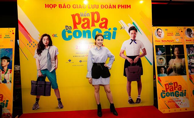 Trong Hồn papa, da con gái, Vân Trang thay đổi hình tượng nữ tính quen thuộc, hóa thân thành cô nàng tomboy cá tính.