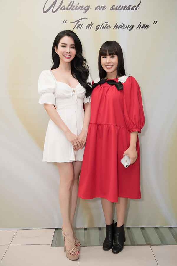 Góp mặt trong buổi thử trang phục còn có sự xuất hiện của Huỳnh Vy, Yến Nhi, Bella Vũ...