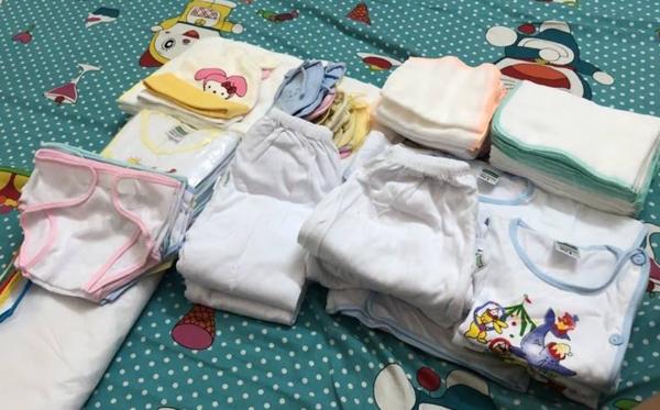 Quần áo đã được chuẩn bị sẵn chờ ngày chào đời nhưng em bé không có cơ hội mặc. Ảnh gia đình cung cấp.
