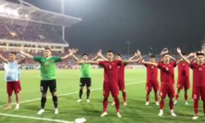 Tuyển thủ Việt cảm ơn CĐV ở Mỹ Đình với kiểu ăn mừng Viking