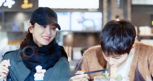 Buổi trưa của Soo Hyun và Jin Hyuk trở thành đề tài gây chú ý trên mặt báo.