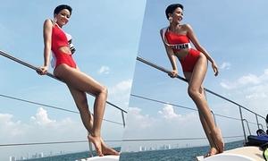 H'Hen Niê diện bikini khoe da nâu ở biển Thái Lan