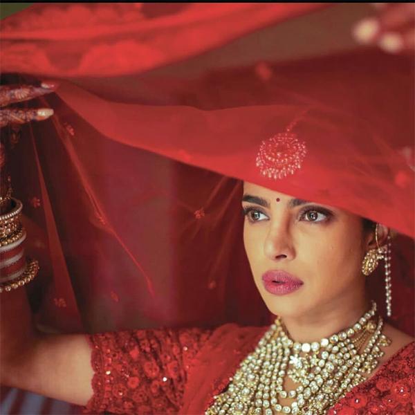 Hoa hậu diện sari rực rỡ mất hơn 3.720 thực hiện.