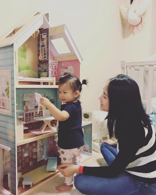 Yên Phương và con gái.
