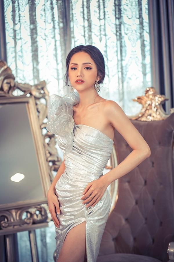 Hương Giang, Băng Di đọ dáng với váy họa tiết 3D - 6