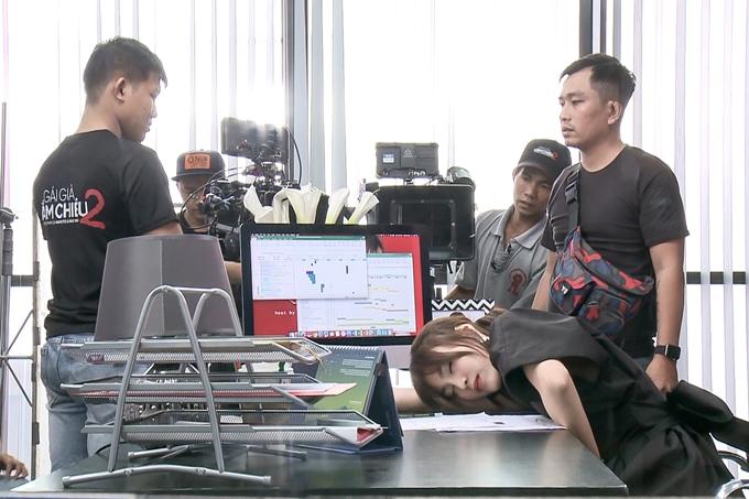 Phim Gái già lắm chiêu 2 được chỉ đạo bởi hai đạo diễn Bảo Nhân và Namcito. Phim sẽ có những suất chiếu sớm từ 7/12 vàchính thức khởi chiếu trên toàn quốc từ 14/12.