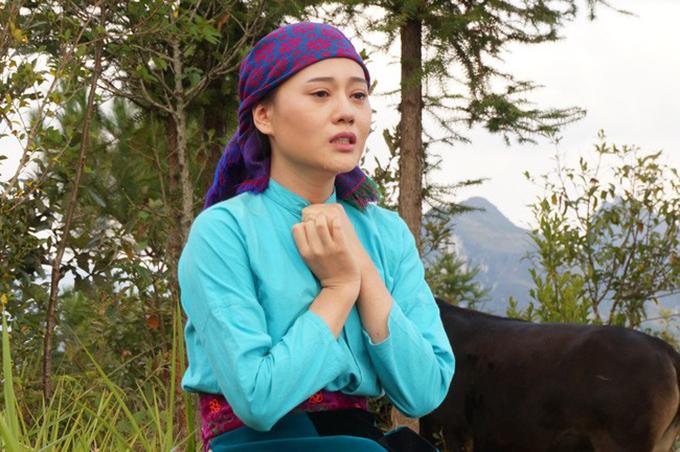 Phương Oanh là nữ chính của Lặng yên dưới vực sâu.