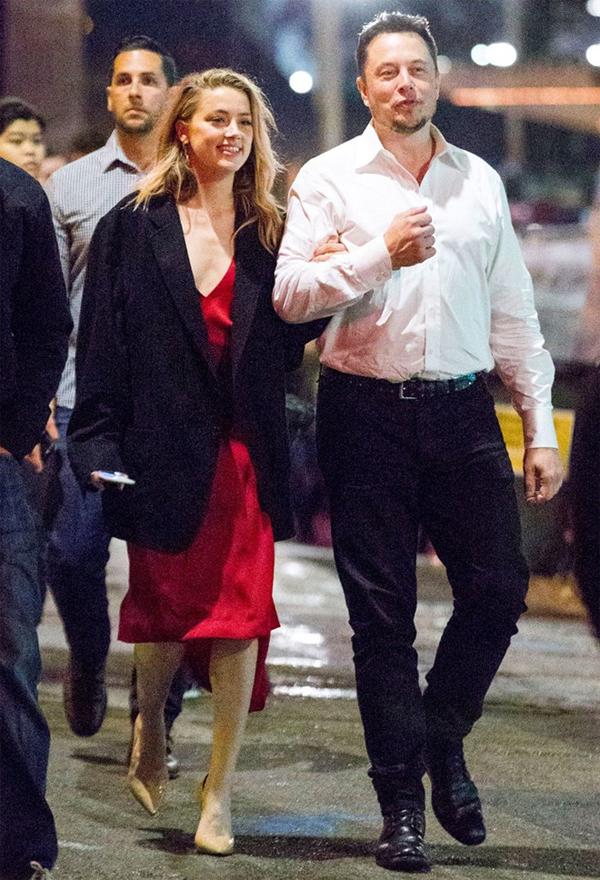 Amber và Elon Musk hẹn hò đi chơi đêm ở Australia vào đầu năm ngoái khi nữ diễn viên đang quay phim Aquaman.