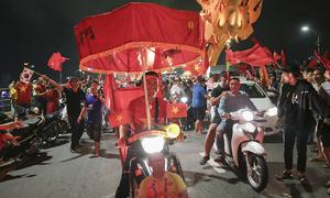 Bộ sưu tập xe đi 'bão' của CĐV Việt