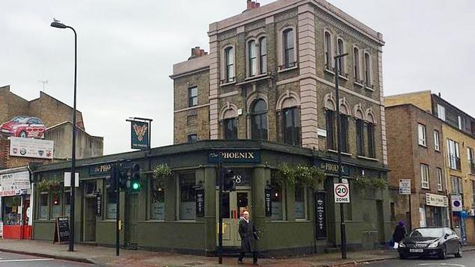 Quán rượu Phoenix ở London, nơi mẹ con Kate được cho là vào đi nhờ vệ sinh hồi cuối tháng 11. Ảnh: Metro.