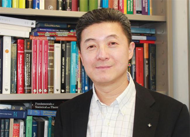 Giáo sư vật lý kiêm nhà đầu tư Zhang Shoucheng qua đời ở tuổi 55. Ảnh: China Daily US.