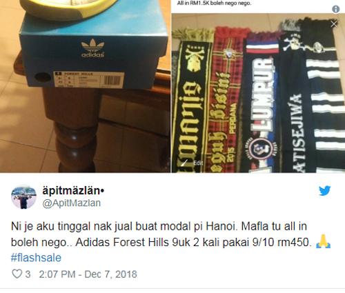 Fan Malaysia rao bán đôi giày hiệu Adidas cùng khăn để lấy lộ phí sang Việt Nam cổ vũ đội nhà ở trận chung kết lượt về.