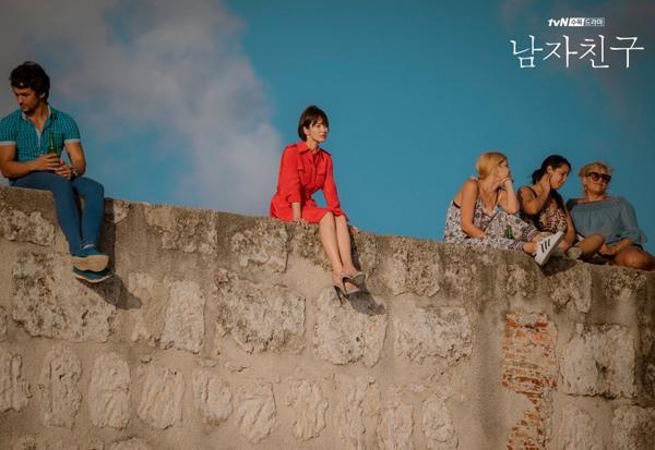 Hàng hiệu xa xỉ của Song Hye Kyo trong Encounter
