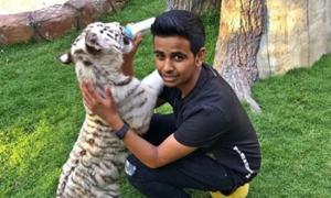 Cậu ấm Dubai có bộ sưu tập giày một triệu đô, sở thú riêng trong nhà