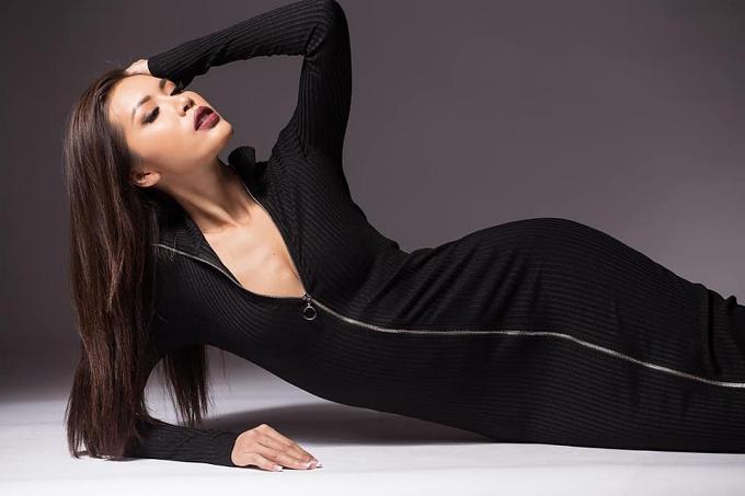 Hình ảnh, video của Minh Tú luôn đạt kỷ lục về lượt yêu thích, bình luận trên các trang mạng xã hội của cuộc thi. Nhờ sự yêu thích đó, cô được chọn vào top 10 thí sinh được tham dự tiệc Royal Dinner cùng ban tổ chức và ban giám khảo.