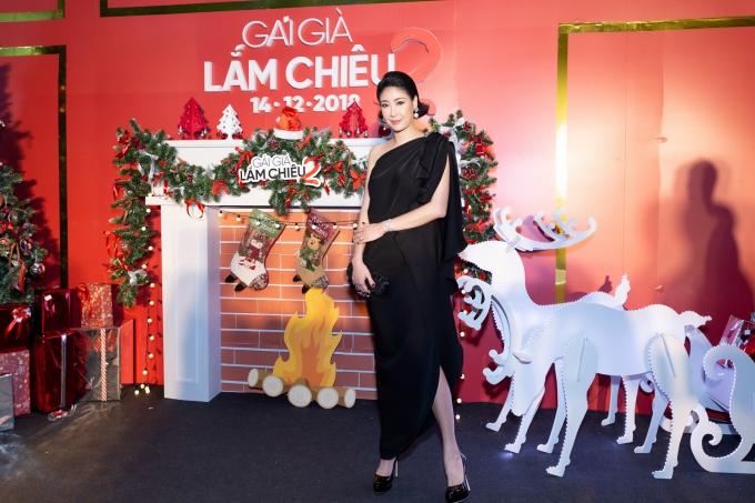 Hoa hậu Hà Kiều Anh thu hút ánh nhìn với nhan sắc trẻ trung.