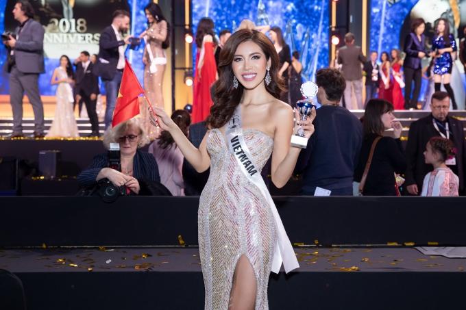 Minh Tú sinh năm 1991, từng giành giải Bạc cuộc thi Siêu mẫu Việt Nam 2013, ghi dấu ấn bởi chiều cao 1,78m, số đo 84-62-96. Năm 2017, Minh Tú dự thi Asias Next Top Model và giành giải á quân. Cô bắt đầu lấn sân lĩnh vực truyền hình thực tế với vai trò huấn luyện viên các chương trình: The Face 2017, The Look 2017, Asias Next Top Model 2018.