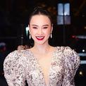 Angela Phương Trinh diện váy xẻ ngực sâu đi sự kiện