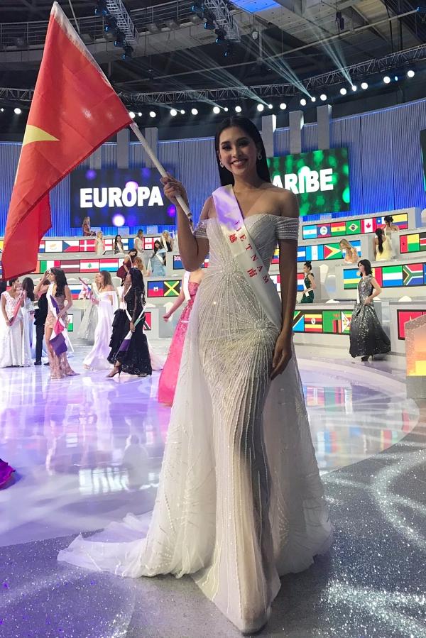 Tiểu Vy trong đêm chung kết Miss World 2018.
