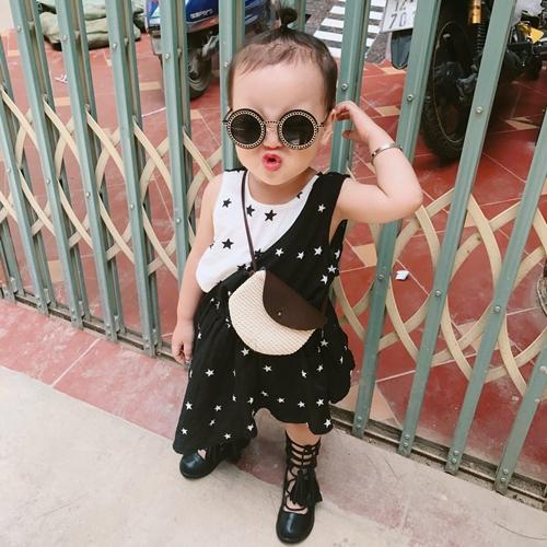 Su Su nói với mẹ rằng bé thích đi trung tâm thương mại chơi chứ không thích đi học.