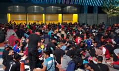 6.000 CĐV Malaysia trải bạt, ngủ trước sân từ đêm chờ mua vé