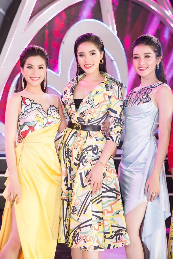 Top 3 Hoa hậu Việt Nam 2014 trong một lần hội ngộ mới đây. Sau 4 năm, cả ba người đẹp có nhiều thay đổi về nhan sắc, cuộc sống.