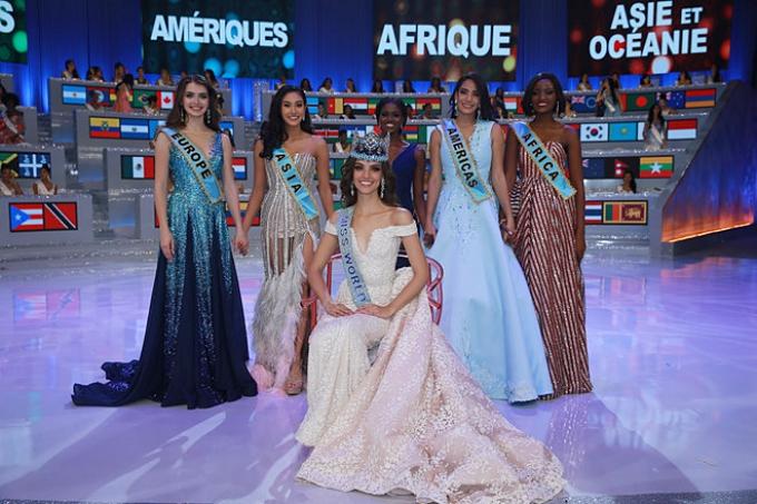 Tân Hoa hậu Thế giới (ngồi) bên cạnh các nữ hoàng châu lục.