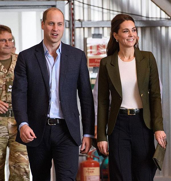Vợ chồng Kate - William tới CH Síp hôm 5/12. Ảnh: Rex.