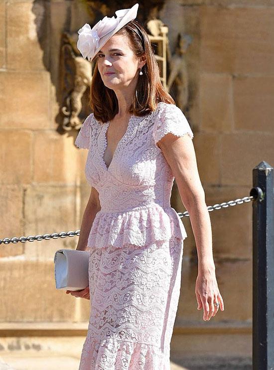Nữ thư ký báo đen đến dựđám cưới Harry - Meghan ở lâu đài Windsor hôm 19/5. Ảnh: UK Press.
