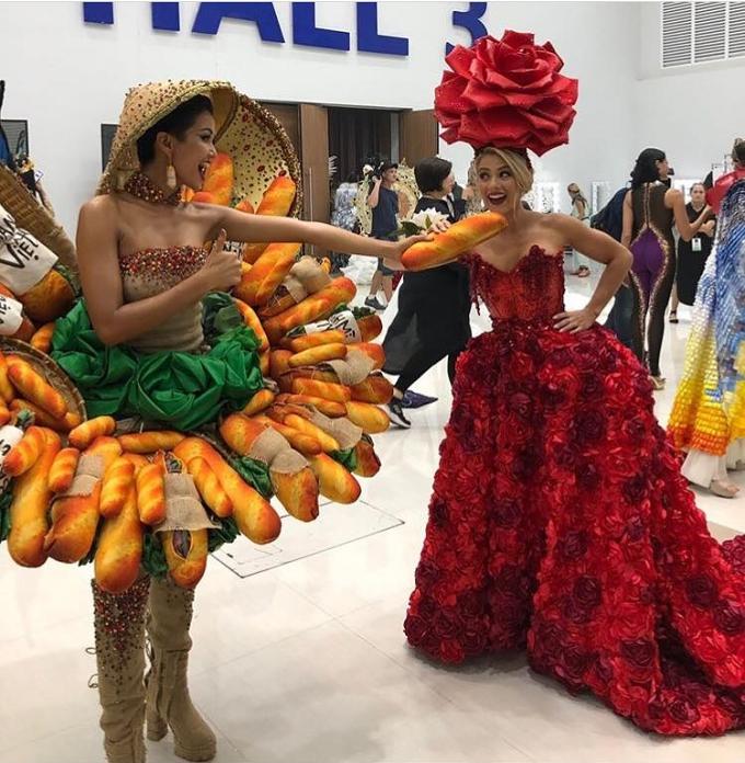 HHen Niê đùa giỡn cùng hoa hậu Mỹ trong hậu trường.