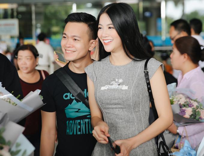 Phương Khánh rất vui khi mời được đàn chị người Philippines trở lại Việt Nam. Hồi tháng 1/2018 Karen Ibasco từng có chuyến thăm Hà Nội.