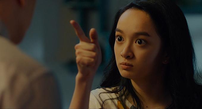 Kaity Nguyễn làm cô con gái nghiêm túc.