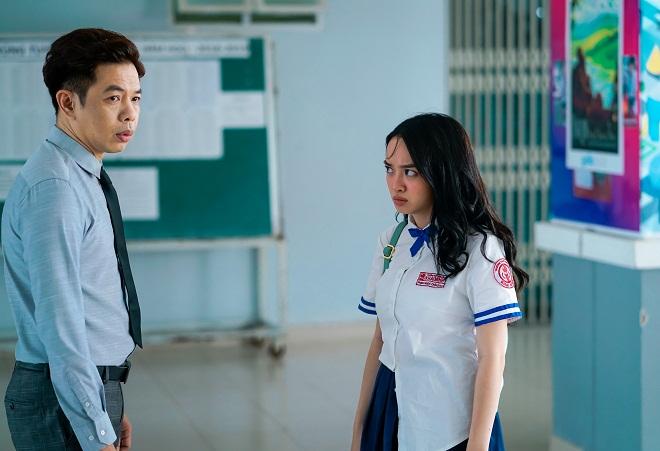 Kaity Nguyễn (phải) và Thái Hòa vào vai hai cha con bị hoán đổi thân xác.