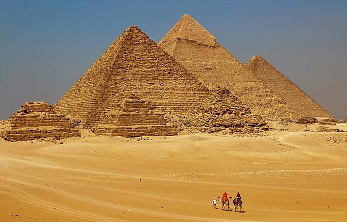 Đại kim tự tháp Giza nằm ở ngoại ô Cairo, Ai Cậplà một trong những công trình vĩ đại nhất thế giới cổ đại. Ảnh: Photo7stars.