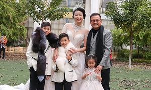 Chồng đại gia đến ủng hộ Hà Kiều Anh và 3 con diễn thời trang