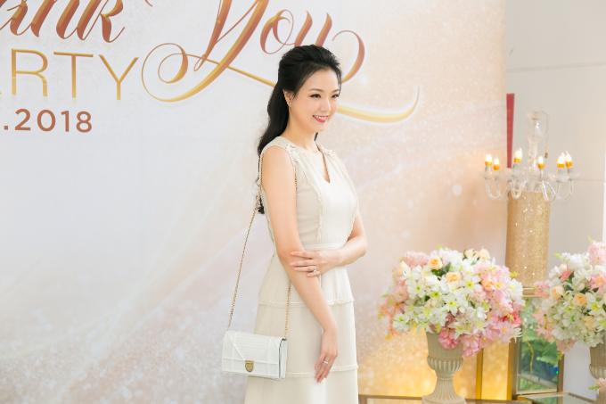 Hoa hậu Tiểu Vy hội ngộ Á hậu Phương Nga trong tiệc ở Queen Plaza - 8