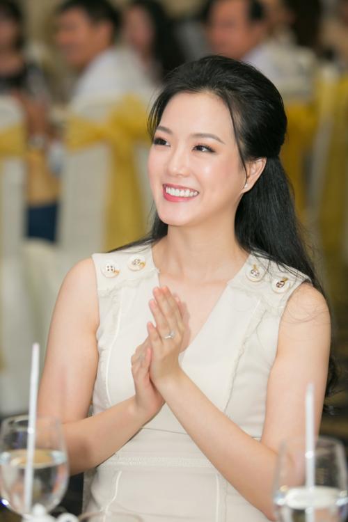 Hoa hậu Tiểu Vy hội ngộ Á hậu Phương Nga trong tiệc ở Queen Plaza - 6