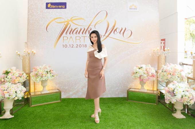 Hoa hậu Tiểu Vy hội ngộ Á hậu Phương Nga trong tiệc ở Queen Plaza - 4