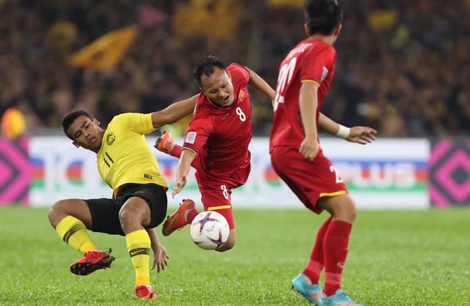 Siêu phẩm của Đức Huy phá lưới Malaysia