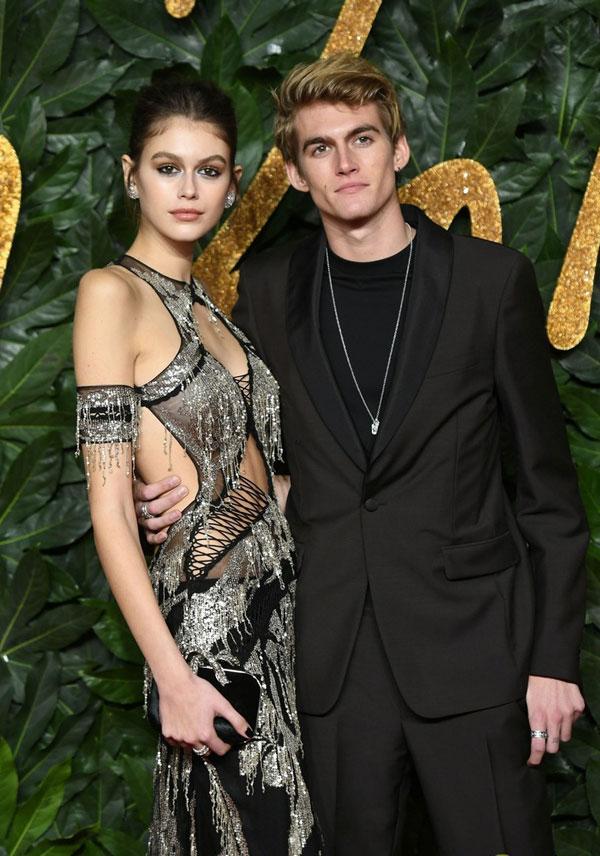 Anh trai cô, Presley Gerber 18 tuổi, cũng là một người mẫu thời trang.