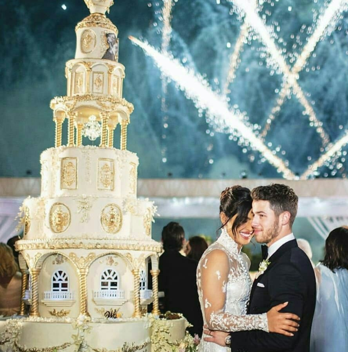 Chiếc bánh cưới được ví như một tác phẩm nghệ thuật.