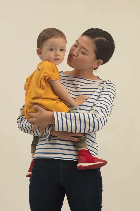 Hà Đỗ luôn tận hưởng việc chăm sóc con như là một nguồn cảm hứng, biến việc nuôi con thành một hành trình cực nhưng đáng.
