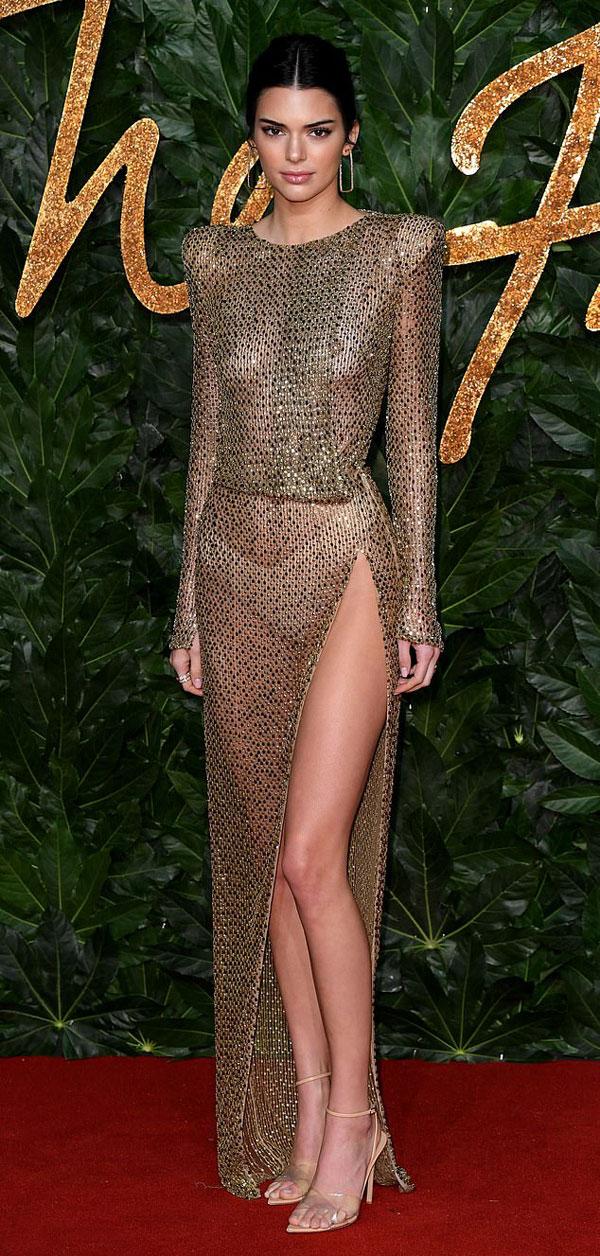 Thảm đỏ lễ trao giải thời trang Anh còn có sự góp mặt của nhiều chân dài đình đám, như siêu mẫu 22 tuổi Kendall Jenner.