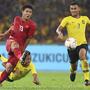 Việt Nam tuột chiến thắng dù dẫn Malaysia hai bàn