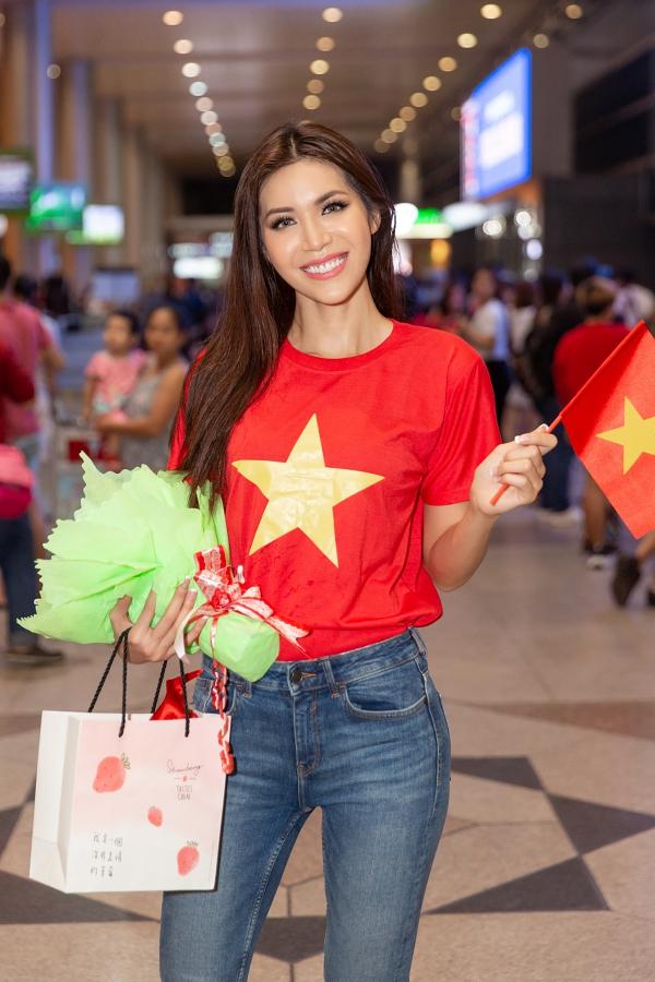 Minh Tú rủ fan đi bão ngay khi trở về từ Miss Supranational - 5