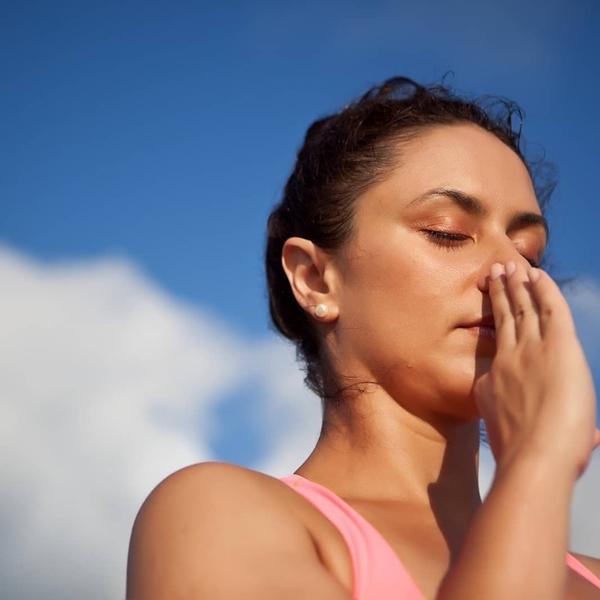 Luyện bài tập thở trong yoga