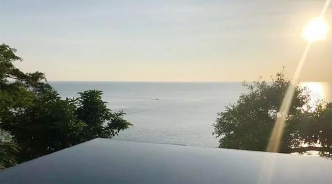 Bể bơi khách sạn Phuket, Thái Lan, nơi người phụ nữ Trung Quốc bị chồng dìm chết hồi cuối tháng 10. Ảnh: Sina.